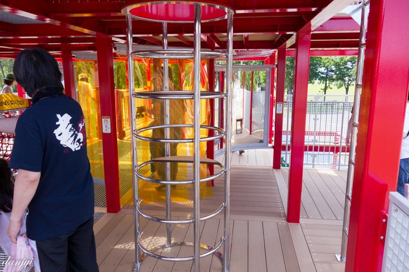 秩父別キュービックコネクションの円柱梯子遊具