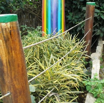 Stainless rod used as fencing.