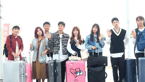 仁川空港に集まった8人出演者たち