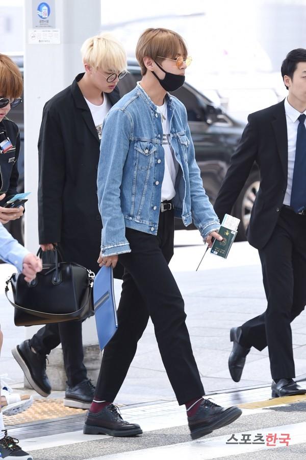 BTS 空港 ファッション SUGA JIN V