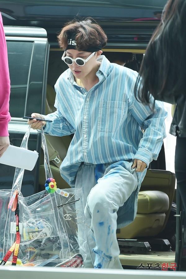 BTS 空港 ファッション J-HOPE