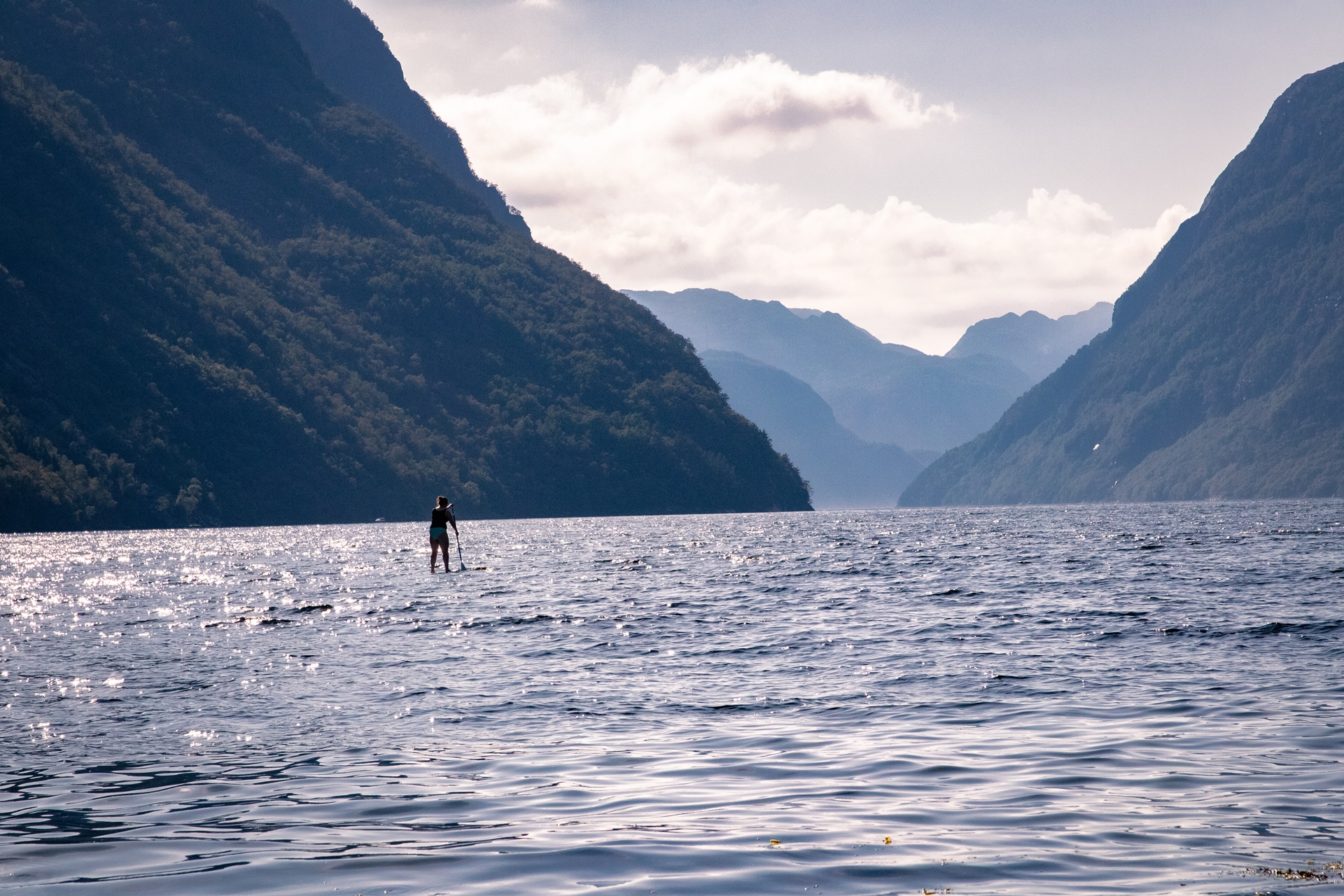 traveling stand up paddling