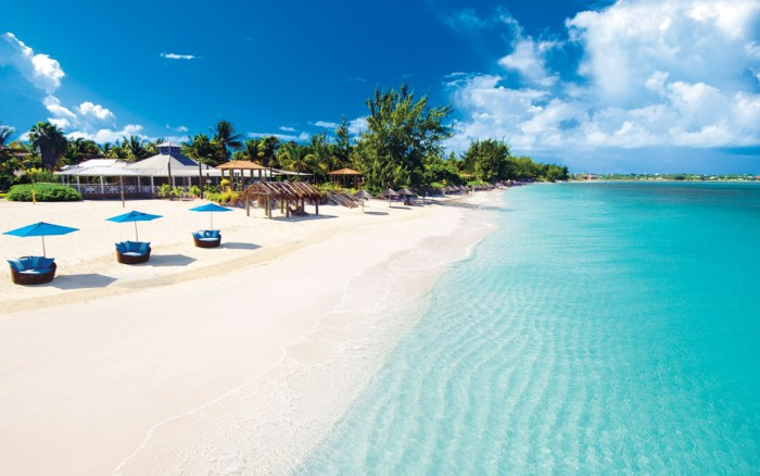 Turks and Caicos to Require Visitors to Be Vaccinated