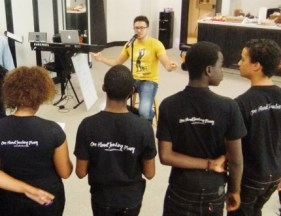 Danny Gokey with SHF Kids 2012 (430x332)