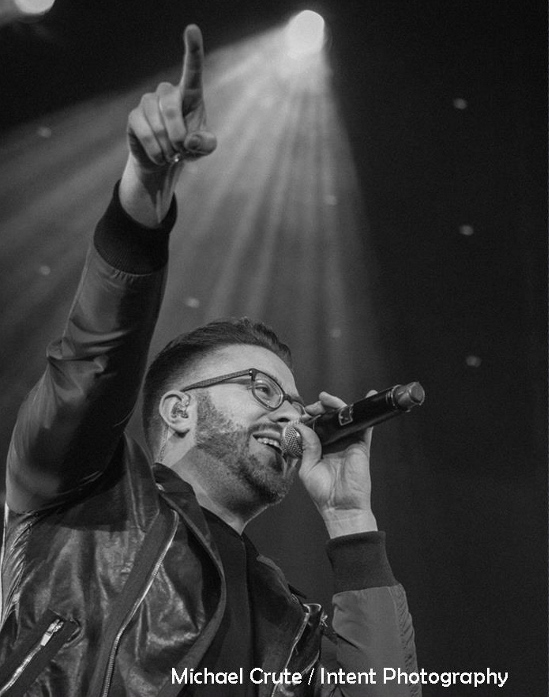 Danny Gokey singing at WinterJam