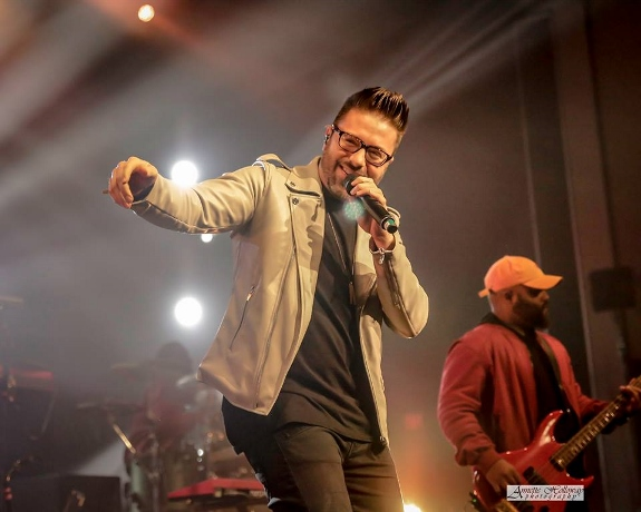 Annette Holloway photo of Danny Gokey at the ROOTDtour