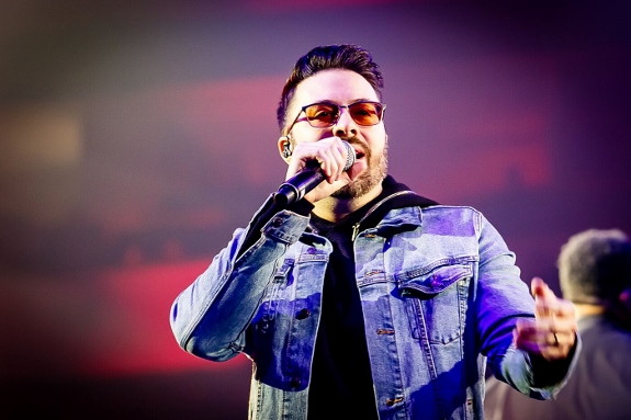 Danny Gokey performs at Winter Jam 2019 = photo by Graiemark Studio