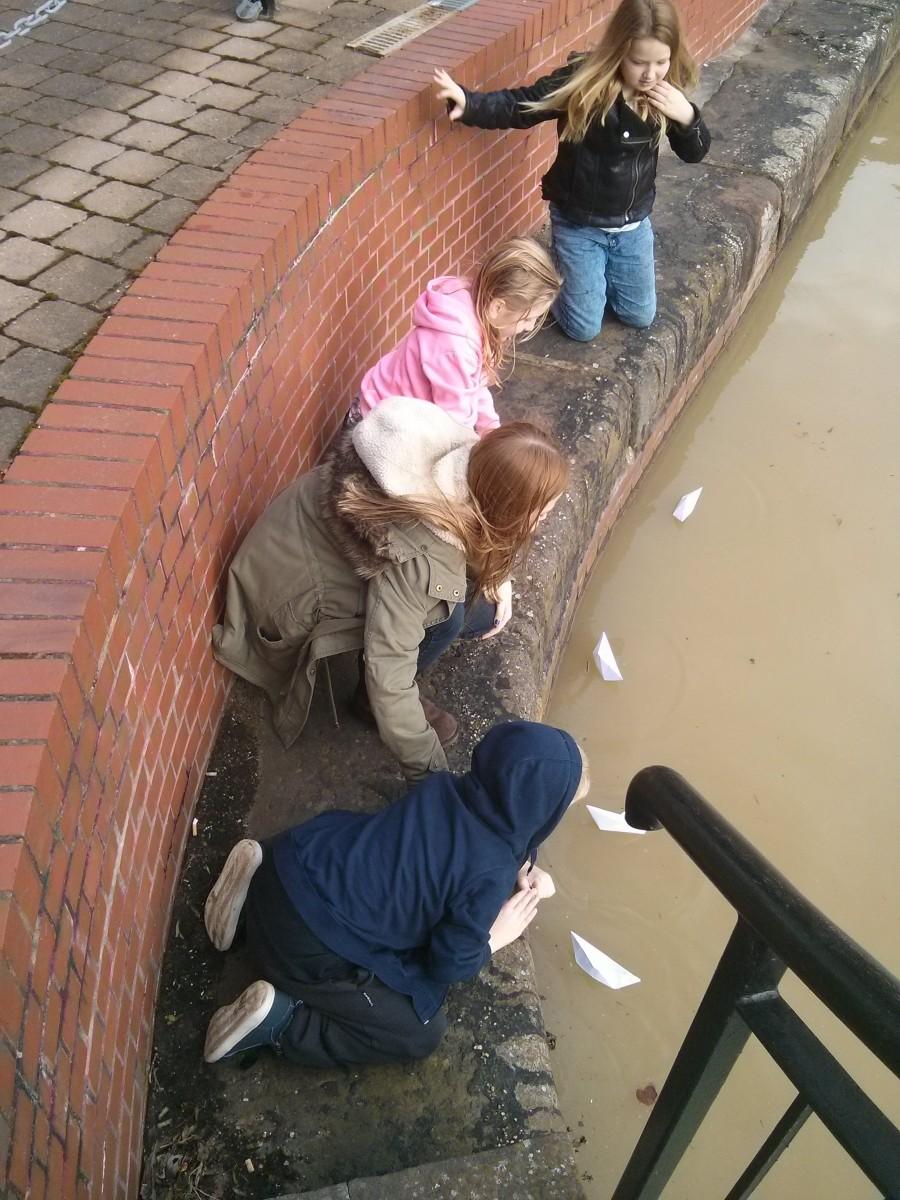 Kids floating boats