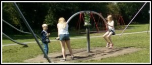 Kids in park header 420×180
