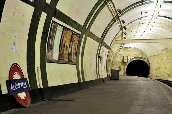 abandoned tube station tour - image from placehacking.co.uk