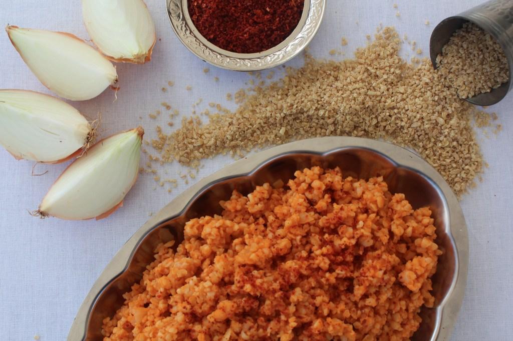 bulgur pilavi opskrift, tyrkiske opskrifter, tyrkisk mad, tyrkisk opskrift med bulgur, bulgur opskrifter, vegetar opskrifter, veganske opskrifter, tyrkisk opskrift, røde bulgur, tyrkisk bulgurret