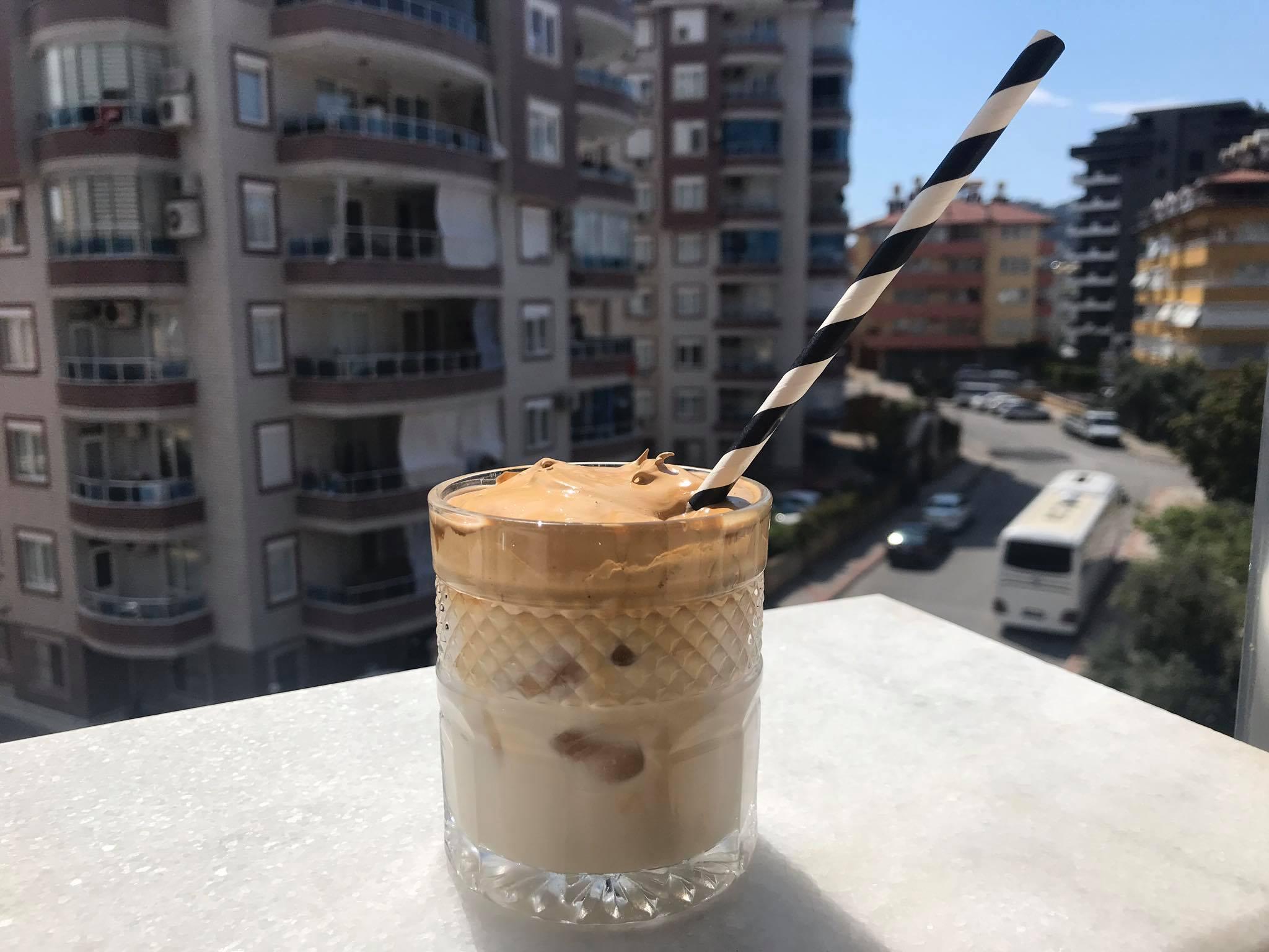 Dalgona kaffe opskrift – cremet iskaffe