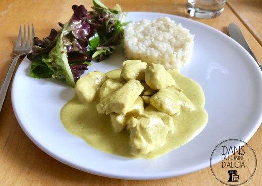 Assiette de poulet au curry jaune