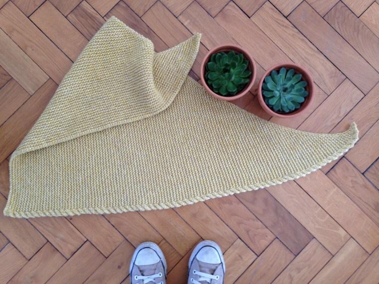 Tuto tricot : un trendy châle avec torsade