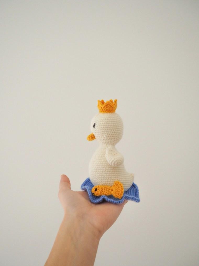 Balthazar, le roi de la mare - un petit canneton au crochet