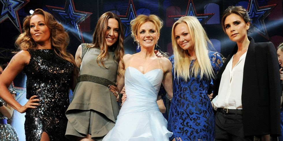 Foto artis Victoria Beckham (tengah) bersama Spice Girls