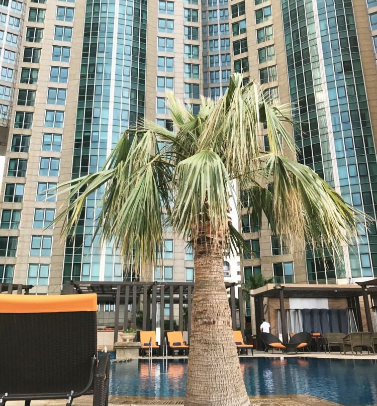 L'hôtel de luxe 5 étoiles Sofitel Corniche à Abu Dhabi piscine avis blog photo