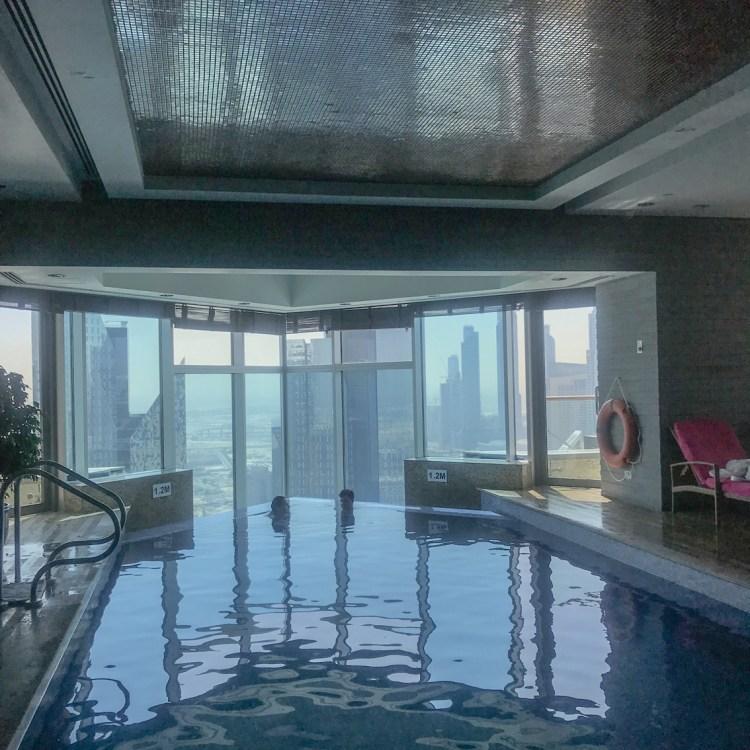 Mon séjour à l'hôtel Shangri-La de Dubaï piscine interieur avis blog