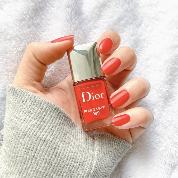 Manucure du moment avec le vernis Rouge Matte 999 Dior avis blog swatch