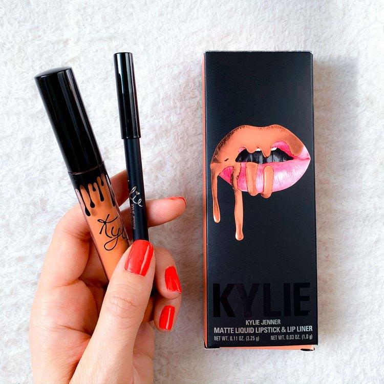 Mon avis sur le Lip Kit Dirty Peach de Kylie Cosmetics swatch blog france test dans mon sac de fille