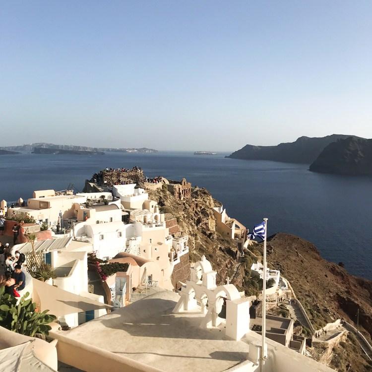 Vacances à Santorin mon séjour à l'hôtel Filotera Suites avis blog photos oia drapeau grece