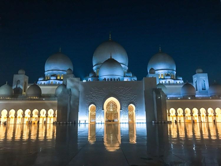 A faire absolument à Dubaï et à Abu Dhabi visiter la grande mosquée Sheikh Zayed blog avis blog france