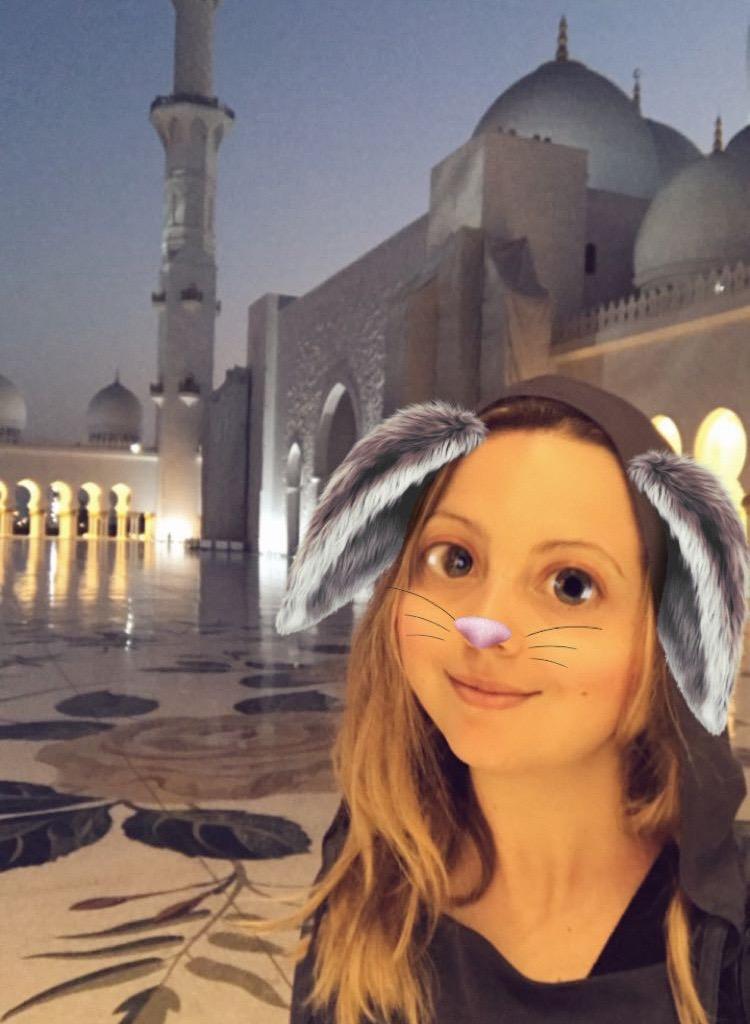 A faire absolument à Dubaï et à Abu Dhabi visiter la grande mosquée Sheikh Zayed blog avis Brigitte Macron voile