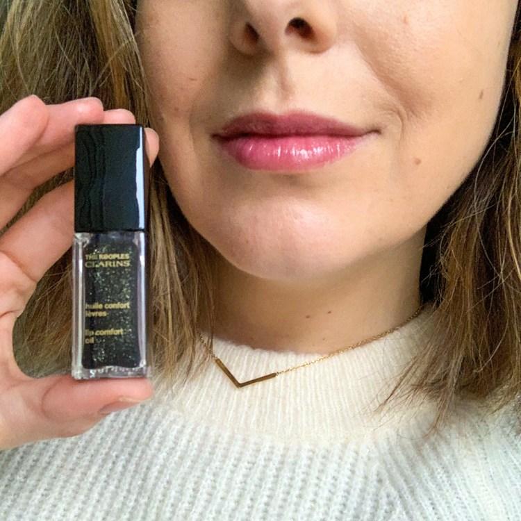 Mon avis sur les huiles confort des lèvres Clarins X The Kooples swatch blog beauté Dark Stone
