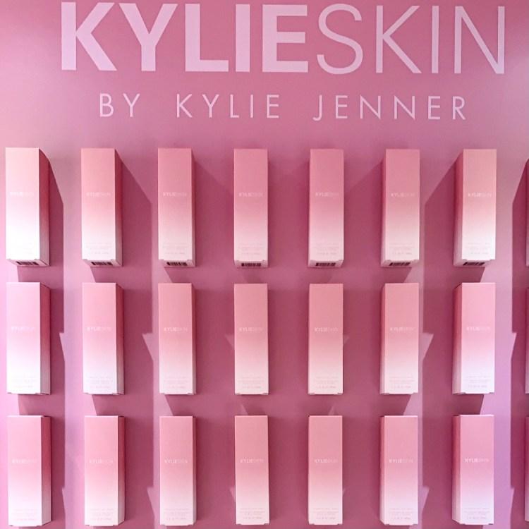 Crème contour des yeux, sérum à la vitamine C & Crème Hydratante pour le visage mon avis sur la routine Kylie Skin test blog
