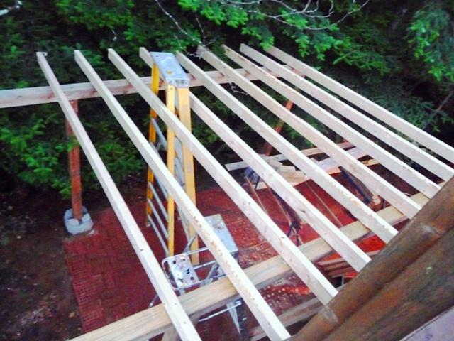 pose d 39 un toit d 39 acier et m tal galvanis pour remise bois de chauffage dans notre maison. Black Bedroom Furniture Sets. Home Design Ideas