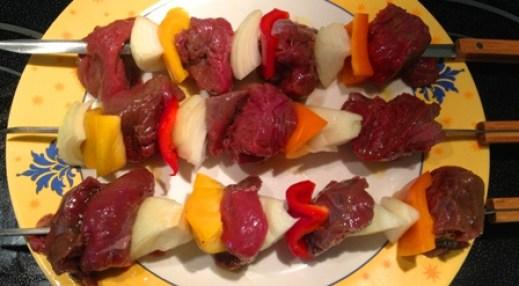 Preparation brochettes viande orignal