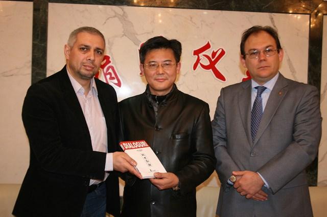 Donatie de carte Biblioteca din Shanghai, Consulul general Florin-Marius TACU 3
