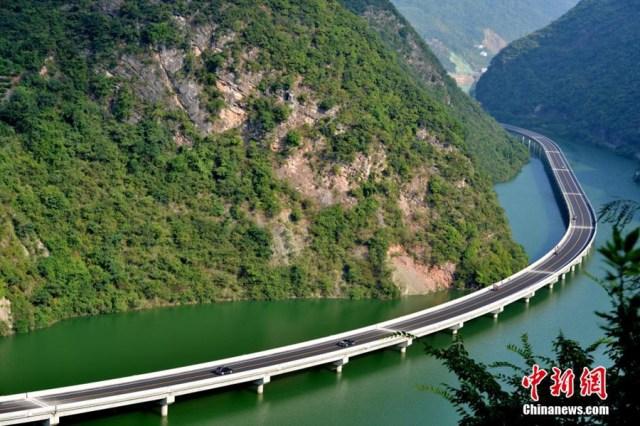 3 Drumul peste ape de 10,9 km in China