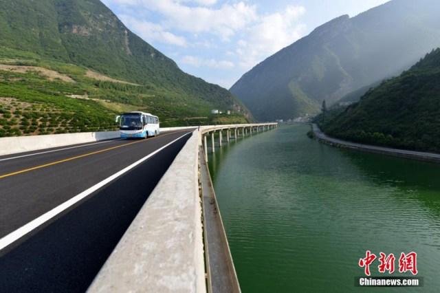 4 Drumul peste ape de 10,9 km in China