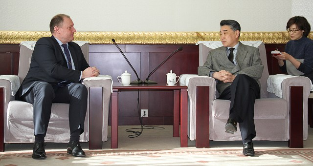 Ambasadorul Republicii Moldova in vizita la Radio China International 1