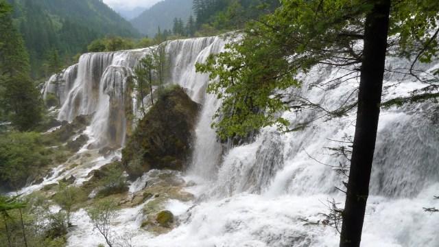 Cascada Perlei, din Valea Jiuzhaigou