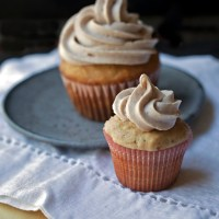 Cinnamon banana cupcakes with cream cheese frosting