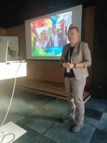 Business with Diversity, Danuta Sowińska prelegentka mówi o Modelu na Rzecz Równego Traktowania.