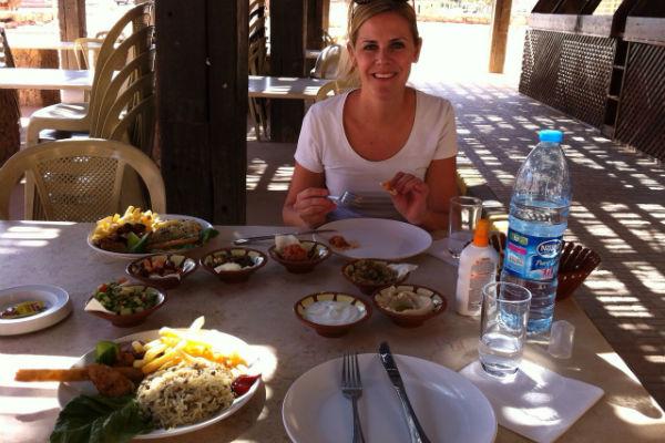 Lekker lunchen bij het Wadi Rum Rest House