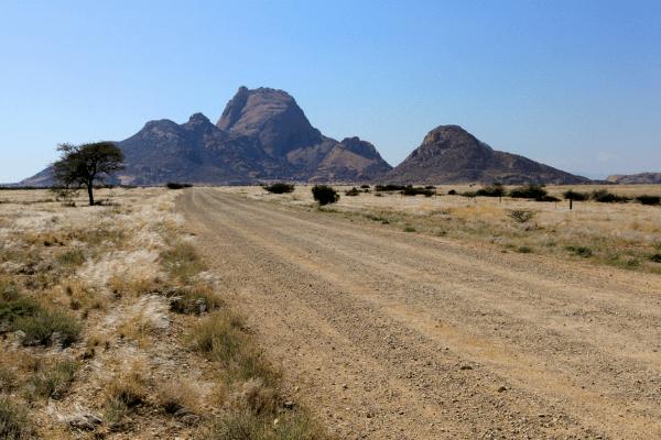 De Spitzkoppe torent hoog uit boven het bergmassief