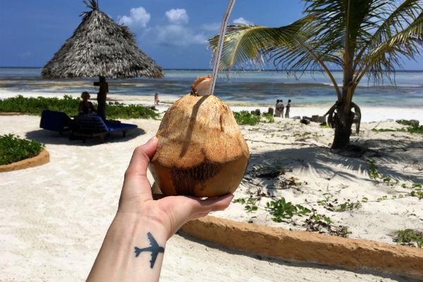 zanzibar kokosnoot op het strand