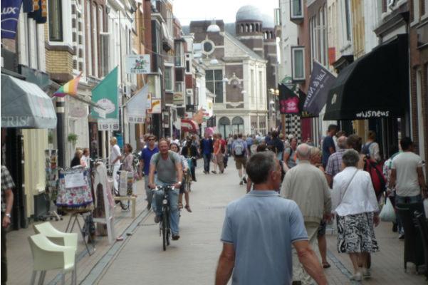 De levendige Folkingestraat (foto gemaakt door Willem Tredgett)