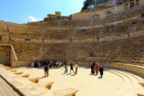 Het Romeinse Theater in Amman ligt er nog prachtig bij op jouw route Jordanië