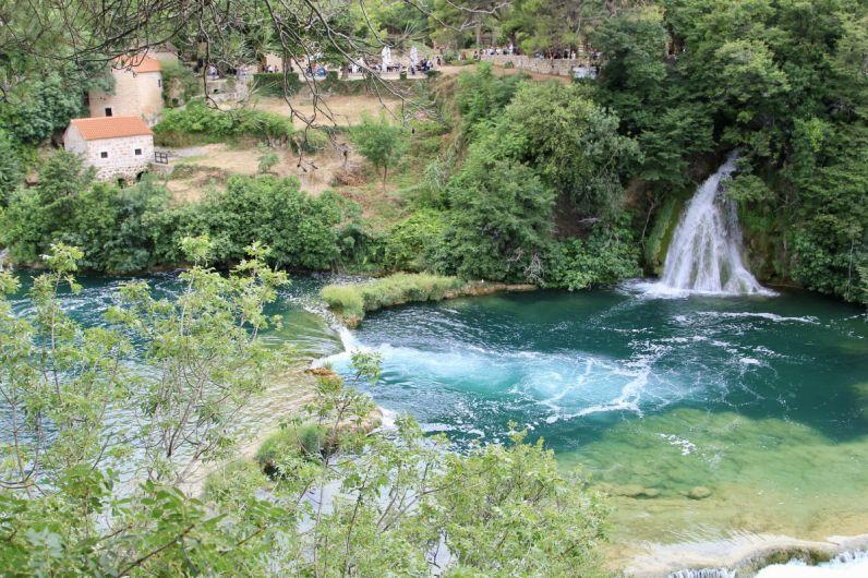 De Krka Watervallen zijn ook prachtig gelegen in Dalmatie