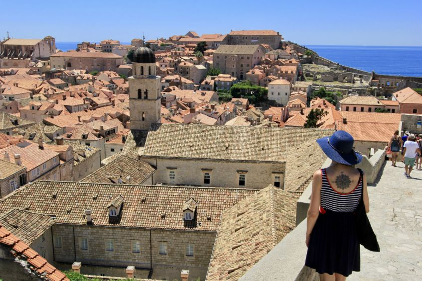 Bezoek de stadsmuren van Dubrovnik tijdens roadtrip Dalmatië in Kroatie