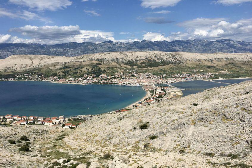 Het maanlandschap op Pag eiland tijdens mijn roadtrip Dalmatië Kroatie