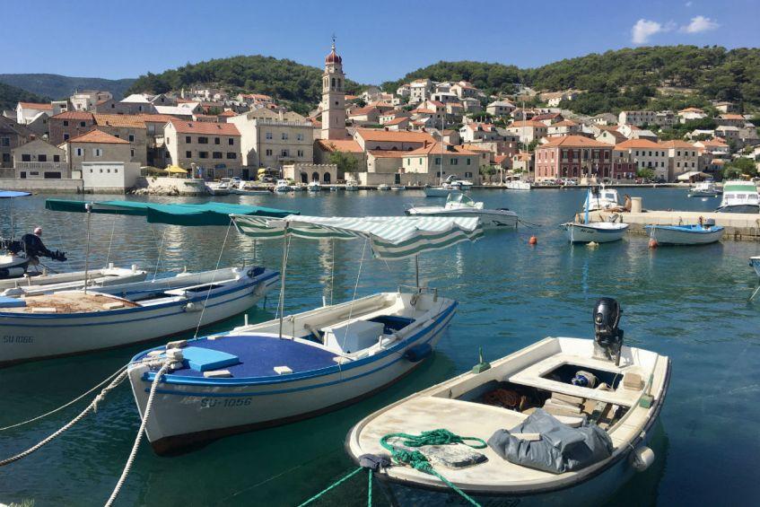Ga je op rondreis Dalmatie bezoek dan zeker het leuke Bol op het eiland Brac
