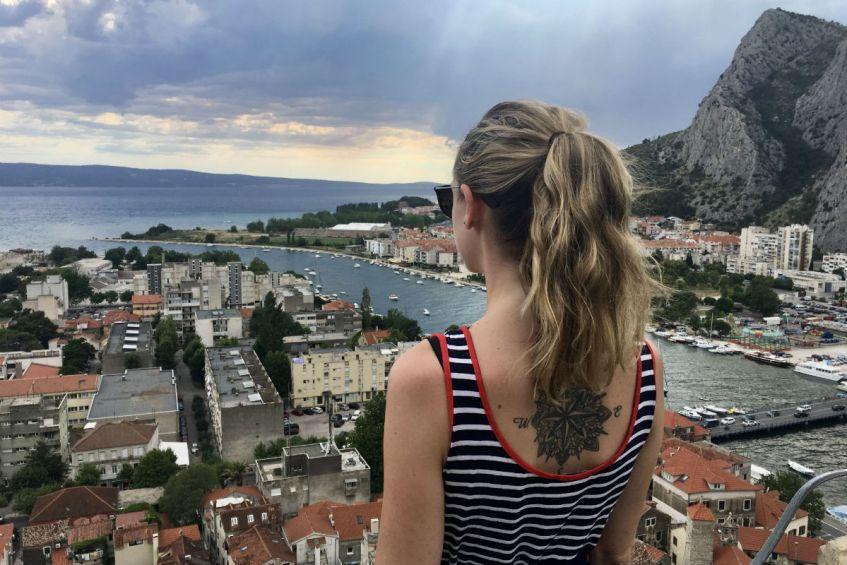 Het fantastische uitzicht vanaf Tvrdjava Mirabela in Omis Dalmatie
