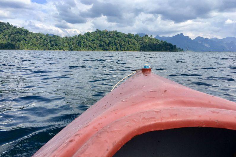 Reisdagboek met de kano over het meer in Khao Sok National Park