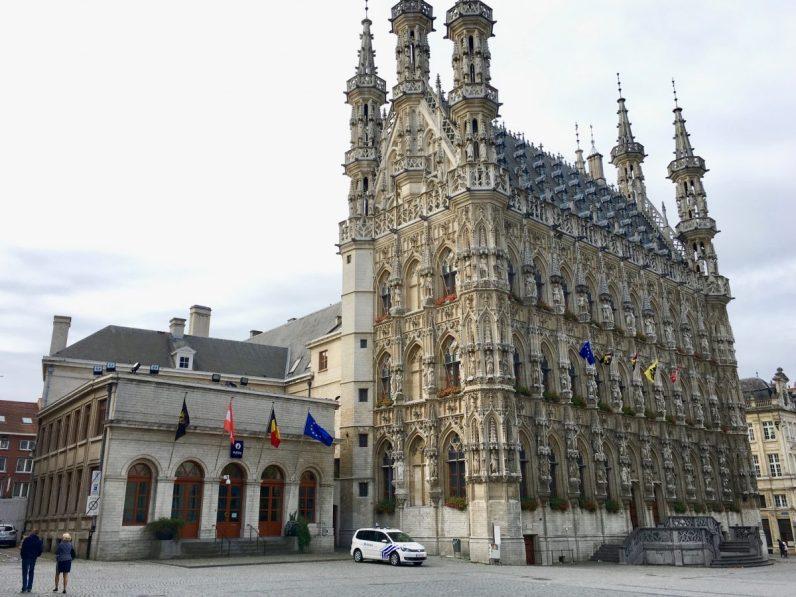 Bezoek zeker het stadhuis tijdens je weekendje Leuven
